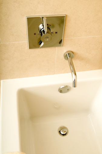 How to Fix a Bathtub Drain That Won't Stay Open to Drain