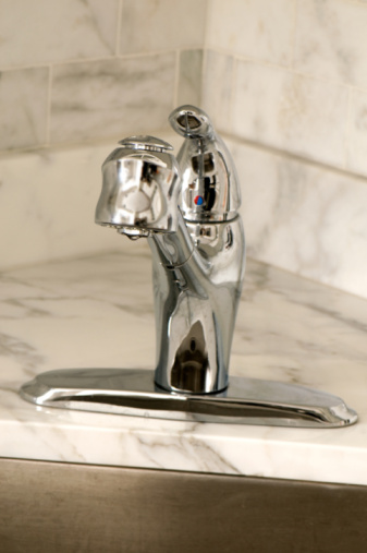 How to Back-Flush a Kitchen Faucet