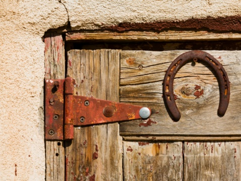 How to Remove Rust From Door Hinges