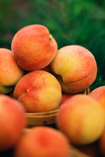 How to Freeze Peaches With a Vacuum Sealer