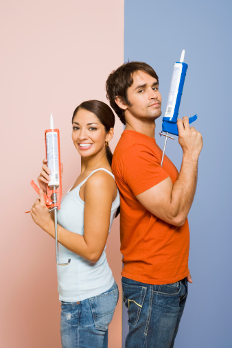 What Type of Caulk Adheres Best to Plastic?