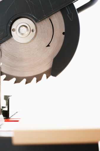 Difference Between a Chop Saw & a Miter Saw