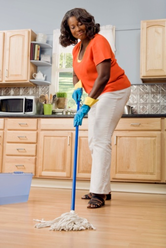 What Is the Bleach to Water Ratio When Cleaning Floors?