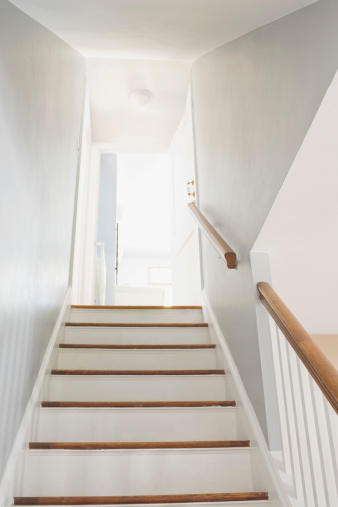 How to Lay Linoleum on Stairs