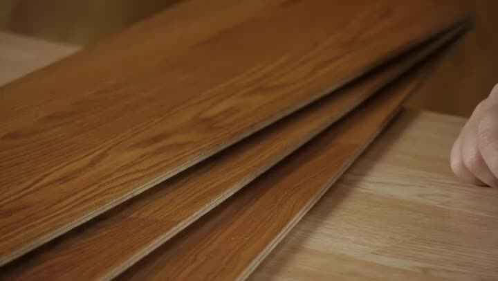Laminate vs bamboo flooring ehow for Benefits of bamboo flooring