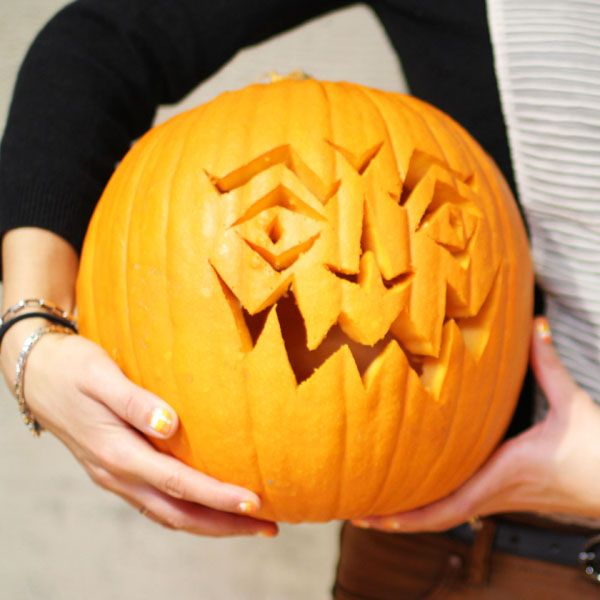 eHow's Quick Guide to Pumpkin Carving