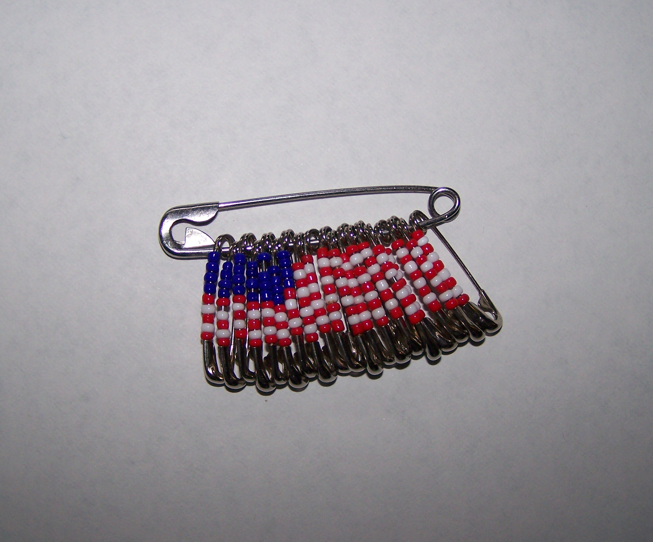 How to make safety pin jewelry with pictures ehow for Safety pin and bead crafts