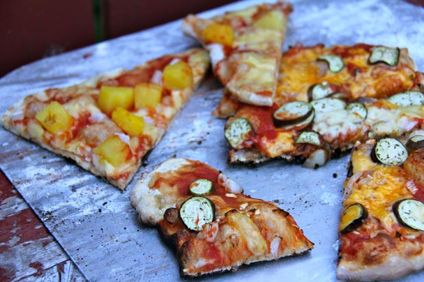How to Throw a Pizza Party Using an Outdoor Grill
