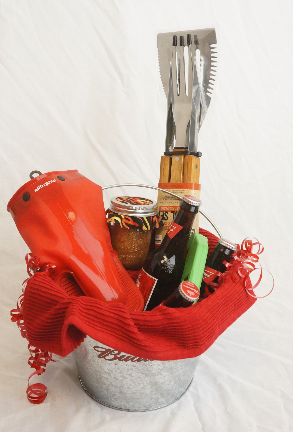 Gift for Guys: BBQ Spice Rub and Basket