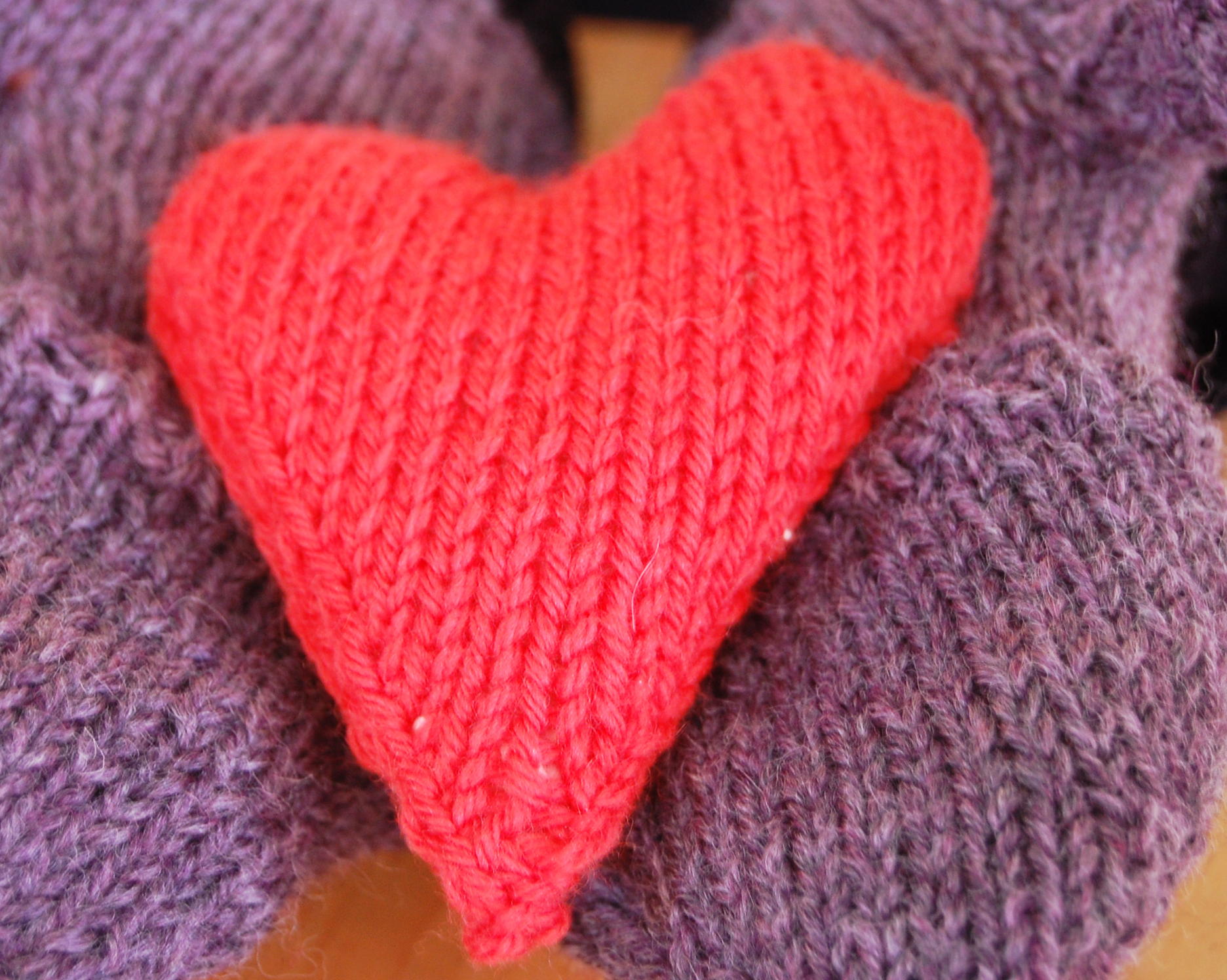 How to Knit a Heart Shaped Pocket Hand Warmer