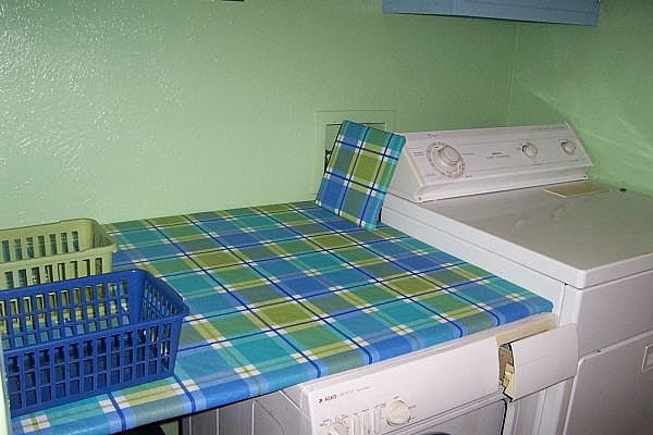 how to make a fold down laundry table ehow. Black Bedroom Furniture Sets. Home Design Ideas