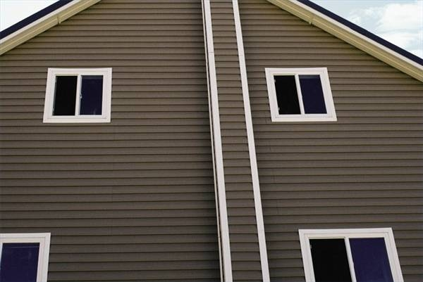 What is hardboard siding ehow