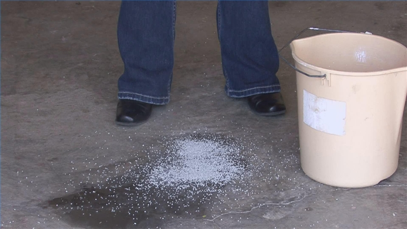 Video tips on cleaning garage floors ehow for Best way to remove oil from concrete