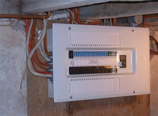 How to wire a 100 amp circuit breaker box ehow for Electrical wire size for 100 amp service