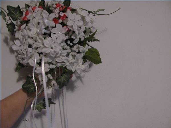 Wedding Flower Bouquets How To Make : How to make a wedding bouquet with silk flowers ehow