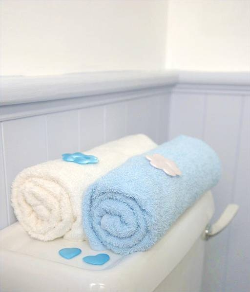 How To Fold Bathroom Towels For Display: How To Hang Bathroom Towels Decoratively (with Pictures
