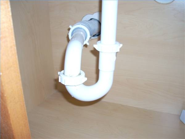 How to change j pipe under a bathroom sink ehow for Bathroom p trap replacement
