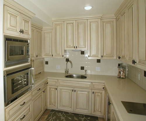 Low cost kitchen backsplash ideas with pictures ehow for Low cost kitchens