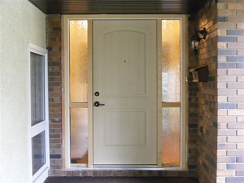 Fiberglass vs steel entry doors with pictures ehow - Steel vs fiberglass exterior door ...