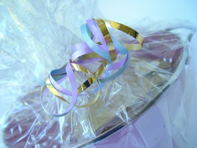 Homemade christmas gift basket ideas ehow for Make your own christmas gift baskets