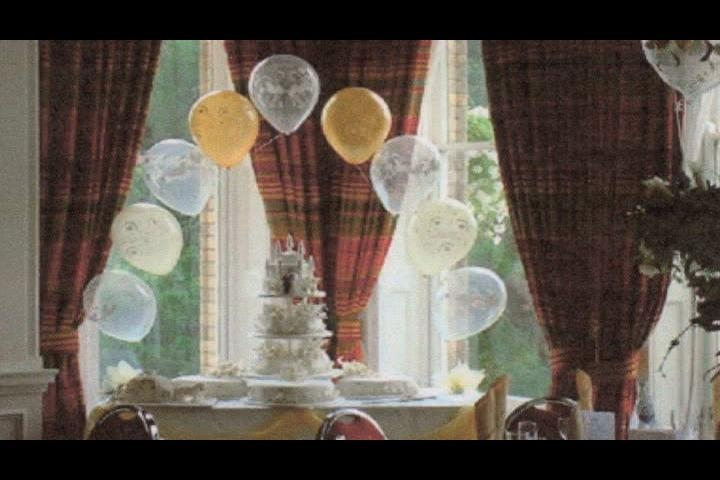 Video how to decorate a wedding buffet table ehow for Balloon decoration for wedding reception