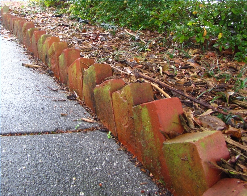 How to install brick landscape edging ehow for Uses for a brick