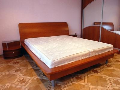 difference between california king comforter regular king ehow. Black Bedroom Furniture Sets. Home Design Ideas