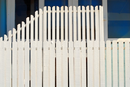 How To Install Vinyl Fencing On A Hill Ehow