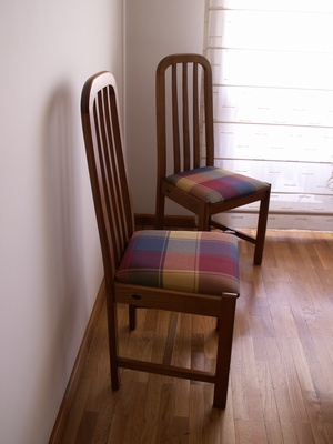 How much fabric is needed for 6 dining room chairs ehow - Telas para tapizar sillas comedor ...