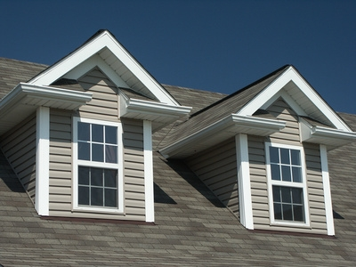 Difference between the gable roof and the hip roof styles - Dormer window house plans extra personality ...