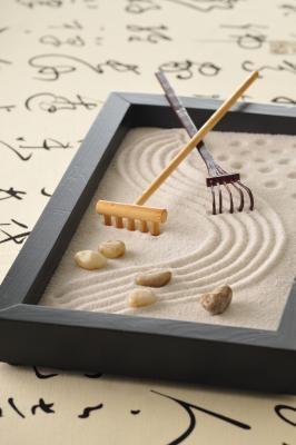 how to make a desk top zen garden ehow. Black Bedroom Furniture Sets. Home Design Ideas