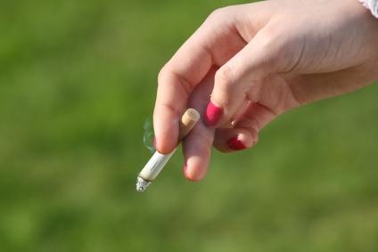 disadvantage of smoking ads In this study, the effectiveness of anti-smoking advertising is measured by evaluating the effectiveness of advertising messages and media.