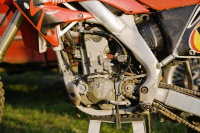 How to Remove the Engine From a CBR 1000 | It Still Runs