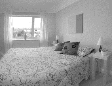 Best ways to arrange furniture in a small bedroom ehow - How to arrange a small bedroom with a queen bed ...