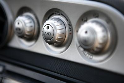 How to Find the Air Conditioning Port on a 2004 Ford F-150