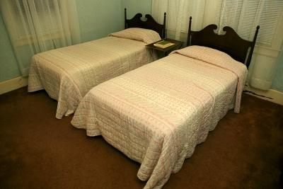 how to assemble a bed frame with pictures ehow. Black Bedroom Furniture Sets. Home Design Ideas
