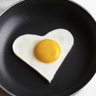 How To Clean A Pan With Burnt Eggs Ehow