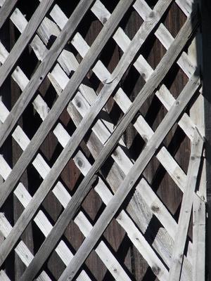 how to cut vinyl lattice panels
