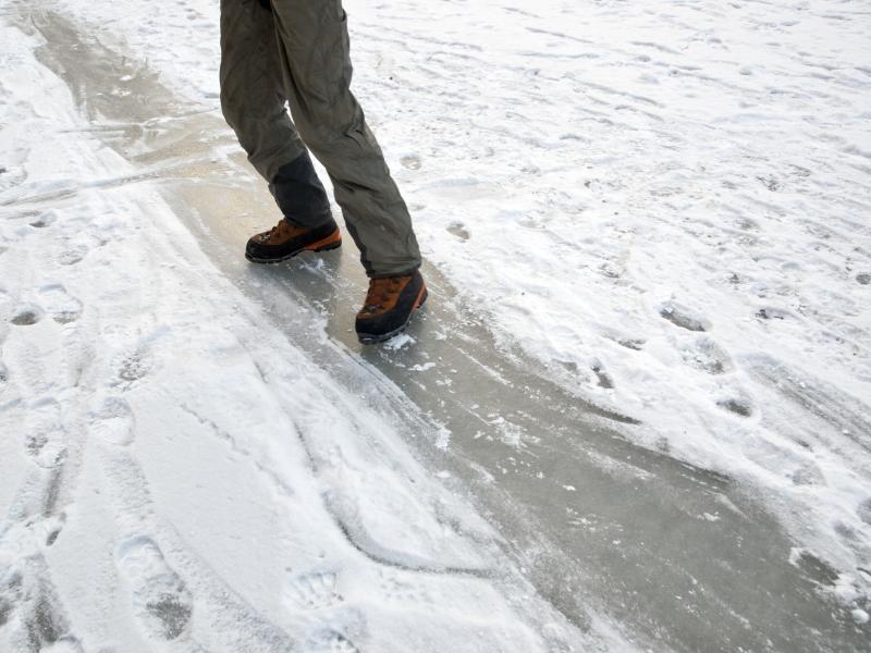 how to walk on ice healthfully