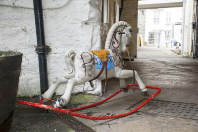 the irony in the story of the rocking horse winner a short story by dh lawrence The rocking-horse winner there was a woman who was beautiful, who started with all the advantages, yet she had no luck she married for love, and the love turned to dust.