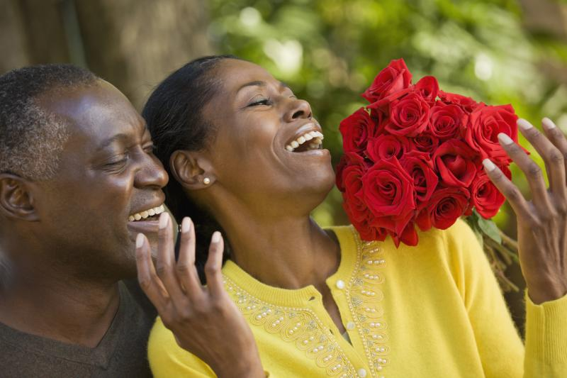 dating giving flowers Women: first date - flowers (yes/no) on your first date do you want flowers if yes why if no why also, what do you think about your date if he does give you.