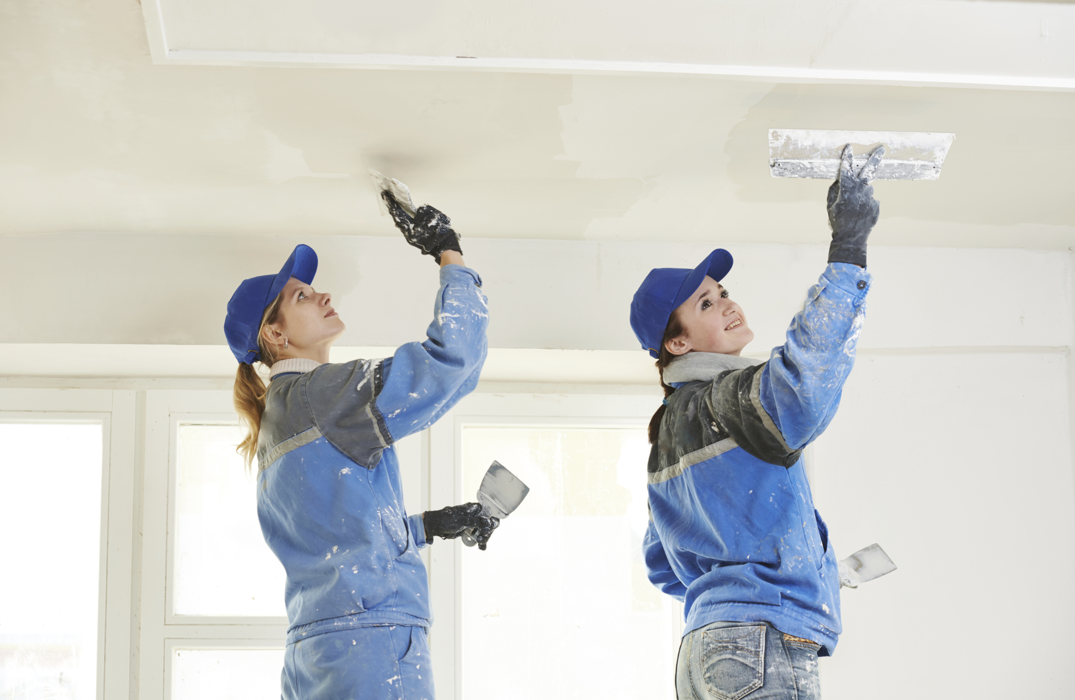 How To Paint A Plaster Ceiling Ehow