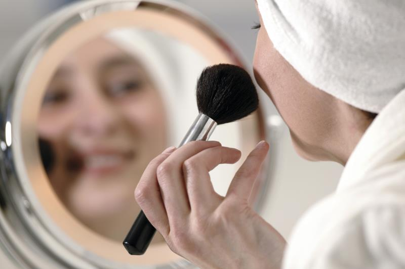 How to build a lighted makeup mirror ehow for Best bulbs for makeup application