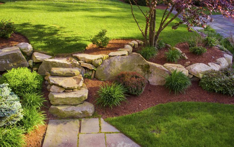 Landscaping Rock Vs Mulch : River rock vs mulch ehow