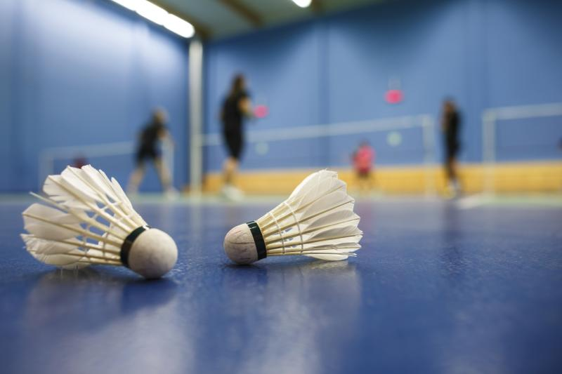 how to play badminton healthfully