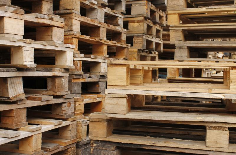 How to make farm things out of wood pallets ehow for Building stuff out of pallets