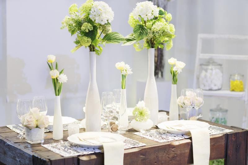 What Is the Appropriate Height for a Dining Table Centerpiece?