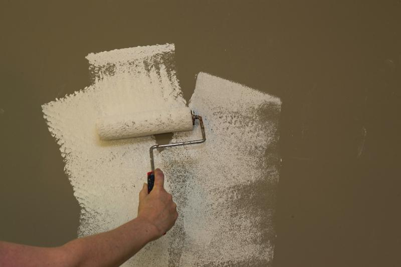How to paint plaster walls ehow Priming walls before painting