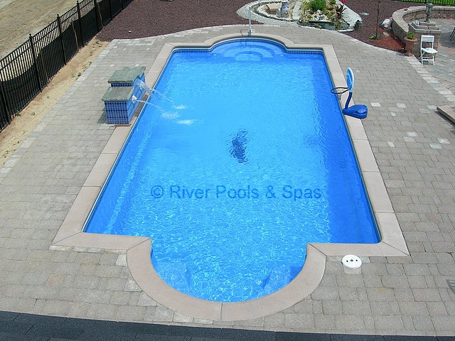 How Much Does a Fiberglass Swimming Pool Cost? | Garden Guides