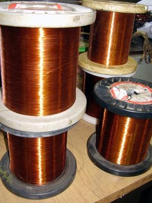 cómo calcular el calibre de un cable de 220 voltios